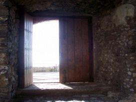 Puerta entreabierta