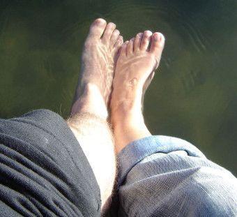 Lenguaje corporal masculino en los pies