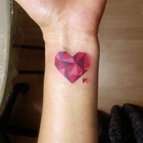 Tatuaje de un corazón geométrico-opt