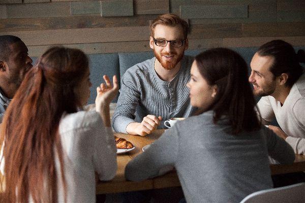 Cómo mantener conversaciones interesantes